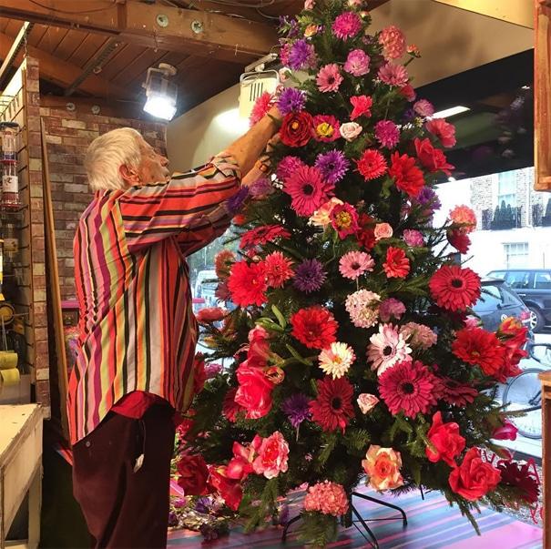 Новогодние елочки буквально расцветают в руках этих умельцев! рис 2