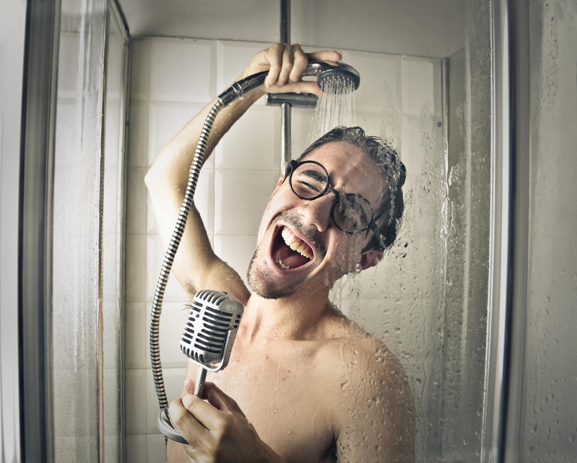 Смешная картинка человека в ванной