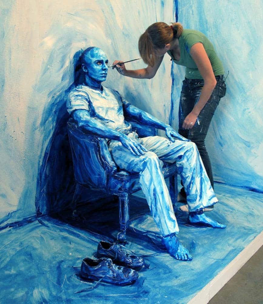 Картина которую рисуют телами