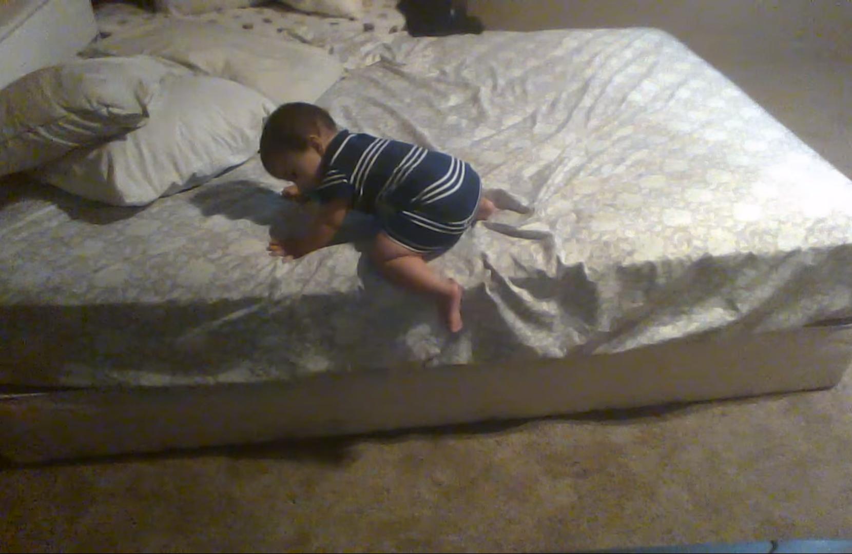 У кого малыш падал с кровати