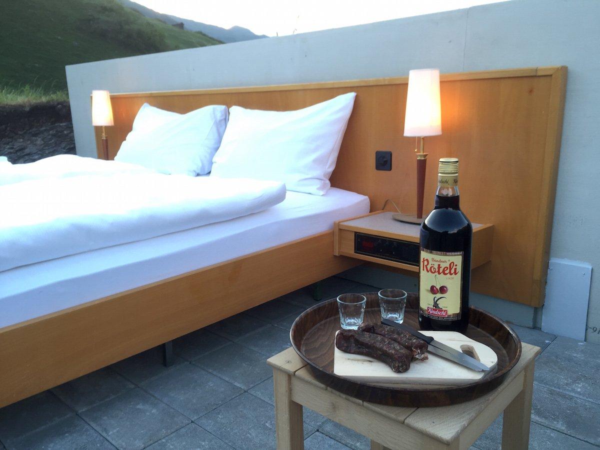 Отель без стен и потолка с лучшим видом на Швейцарские Альпы рис 7
