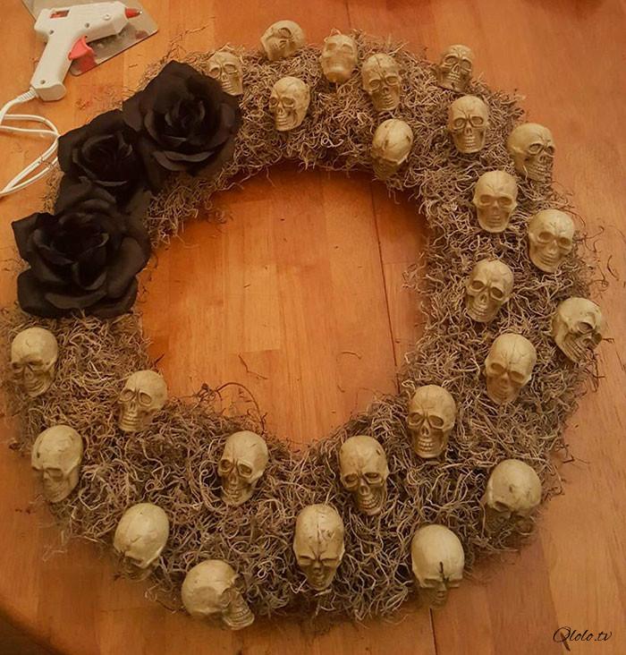 Новая мода на Хэллоуин: страшные венки для украшения дверей рис 19