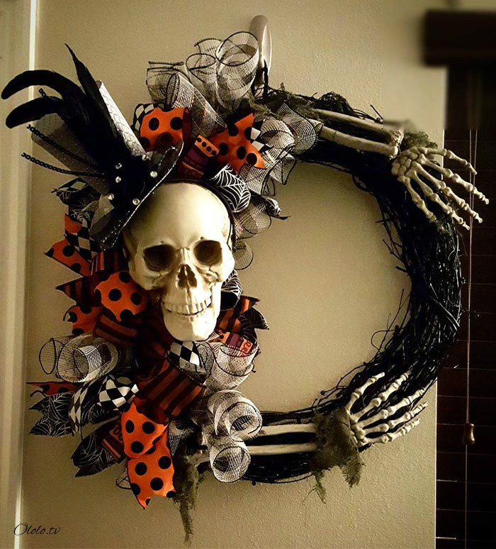 Новая мода на Хэллоуин: страшные венки для украшения дверей рис 14