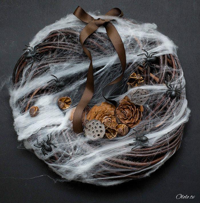 Новая мода на Хэллоуин: страшные венки для украшения дверей рис 6