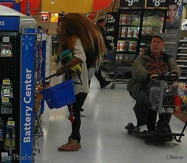 Эти люди просто пришли за покупками в американский супермаркет Walmart рис 6