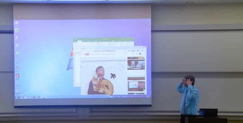 Профессор математики разыграл студентов на 1 апреля. Видео