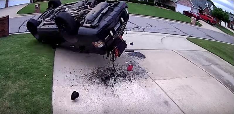 Водитель перевернул Range Rover, пытаясь сделать эффектный разворот. Видео
