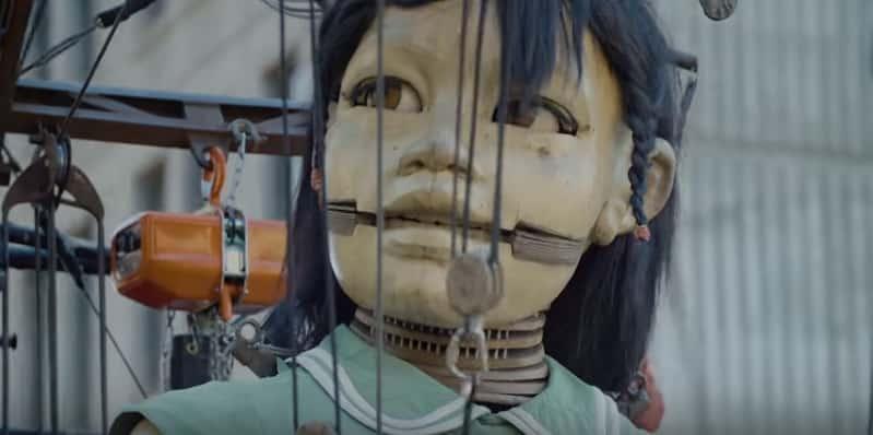 Потрясающее шоу с гигантскими марионетками! Видео