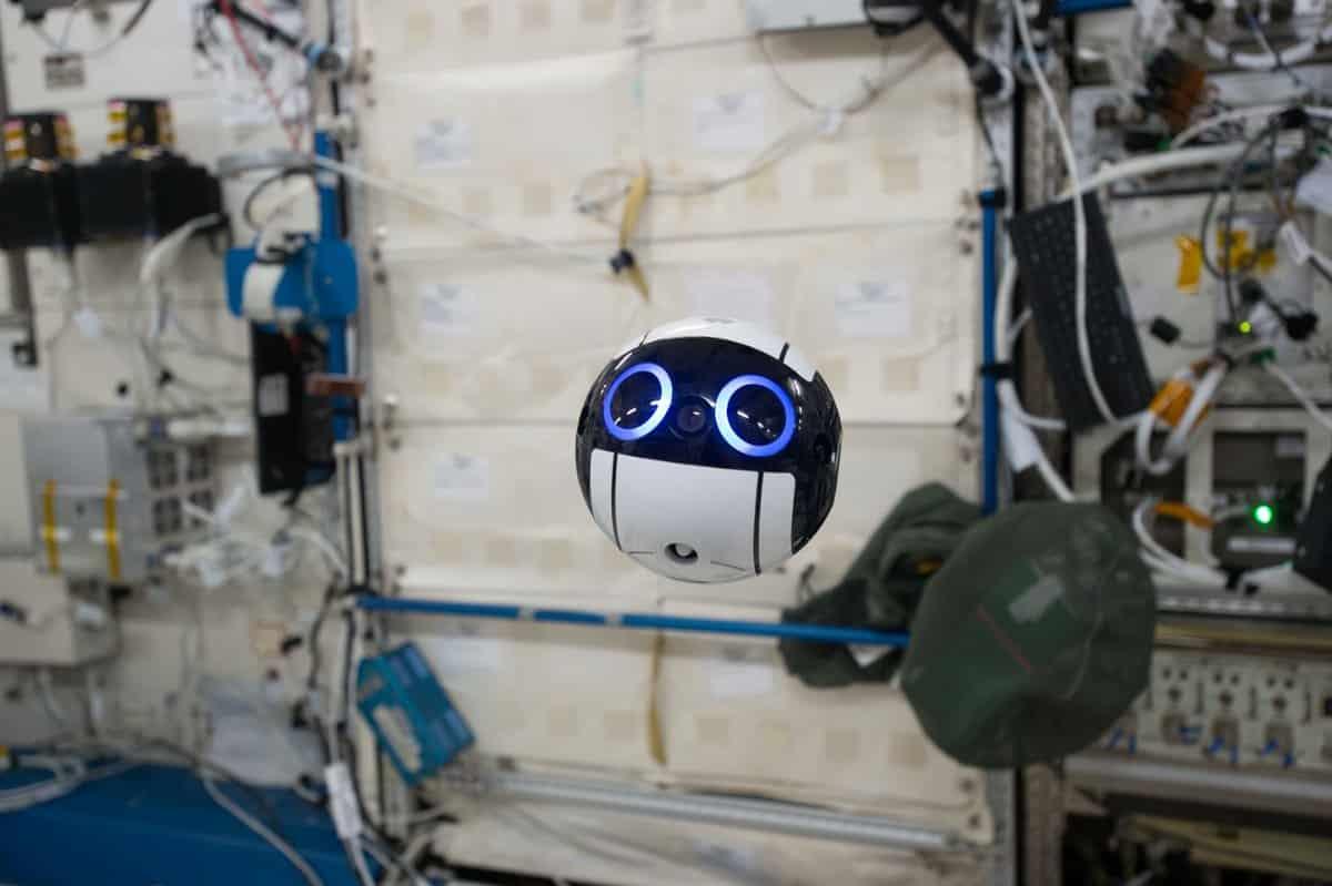 На МКС поселился забавный японский робот Int-Ball. Видео