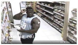 Когда темнокожий бодибилдер видит в магазине камеру. Видео