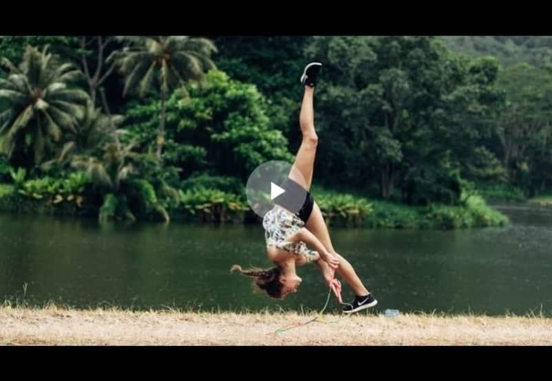 Одна из лучших прыгуний на скакалке демонстрирует своё мастерство. Видео