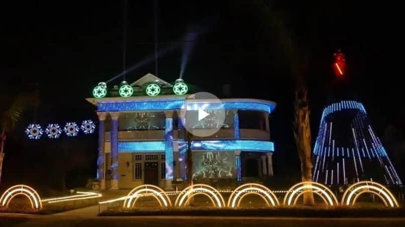 Как минимум, это красиво: житель Техаса устроил на доме своего друга световое шоу в стиле «Звёздных войн»