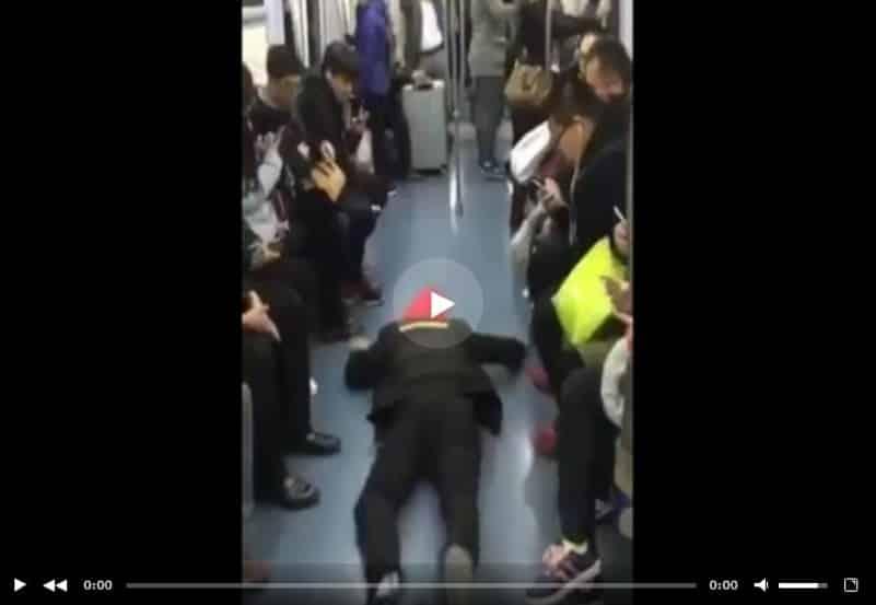 Как легко получить сидячее место в метро Китая. Видео