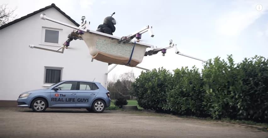 Немецкий энтузиаст слетал на своей ванне в магазин! Видео