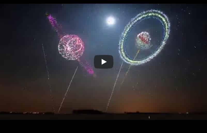 Прекрасное зрелище новогоднего фейерверка. Видео