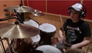 13-летний музыкант сыграл известную песню группы Metallica. Видео