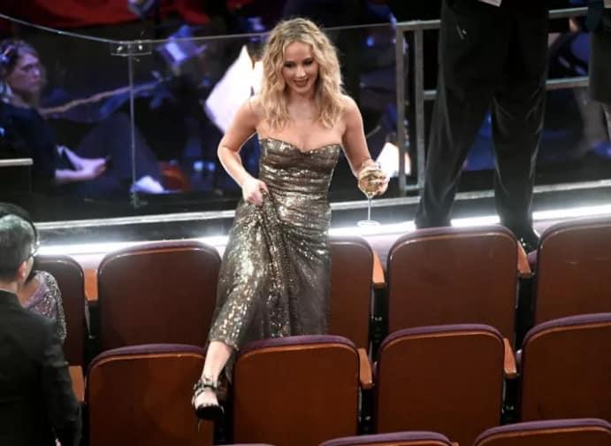 3 раза, когда Дженнифер Лоуренс отличилась на премии Оскар. То ли еще будет? рис 8