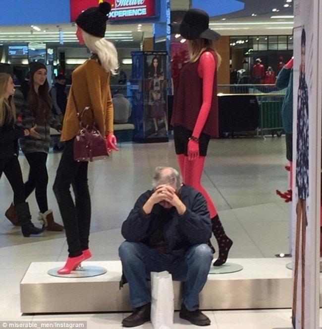 10+ фотографий мужчин, чья сила воли закалялась во время женского шоппинга! рис 10