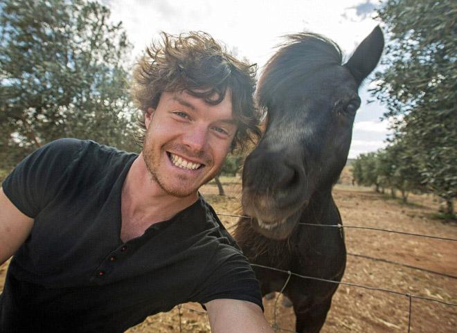 14 смешных селфи с животными в исполнении ирландского фотографа