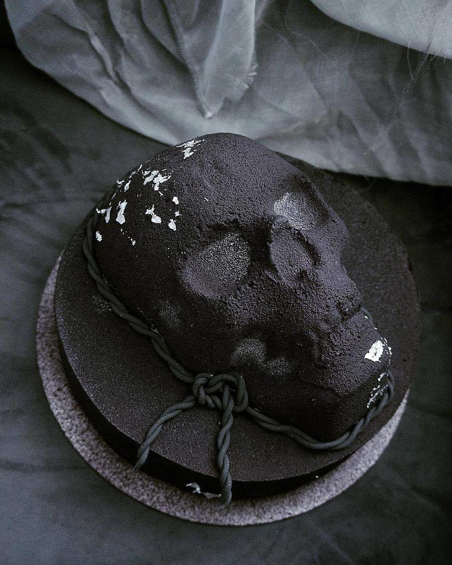 торт в форме черепа