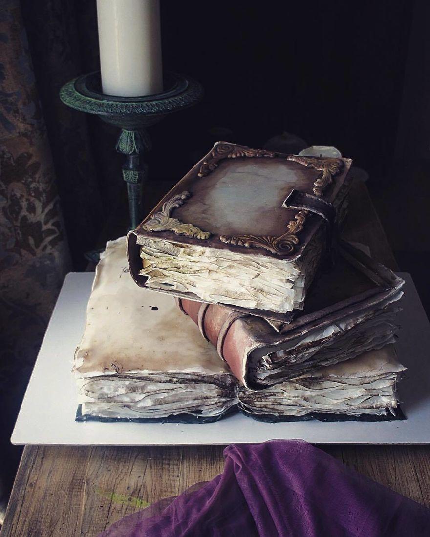 торт в форме книг