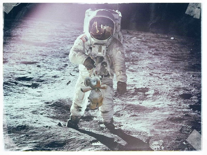 космонавт на Луне