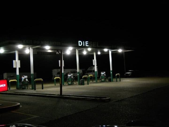 дизельная автозаправка ночью