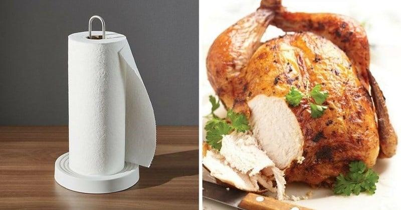 рулон бумажных полотенец и запеченная курица