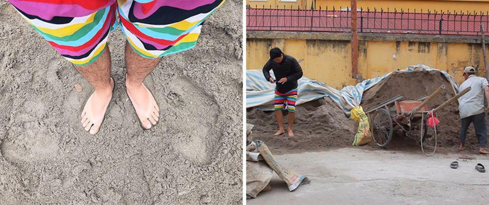 парень стоит ногами в песке
