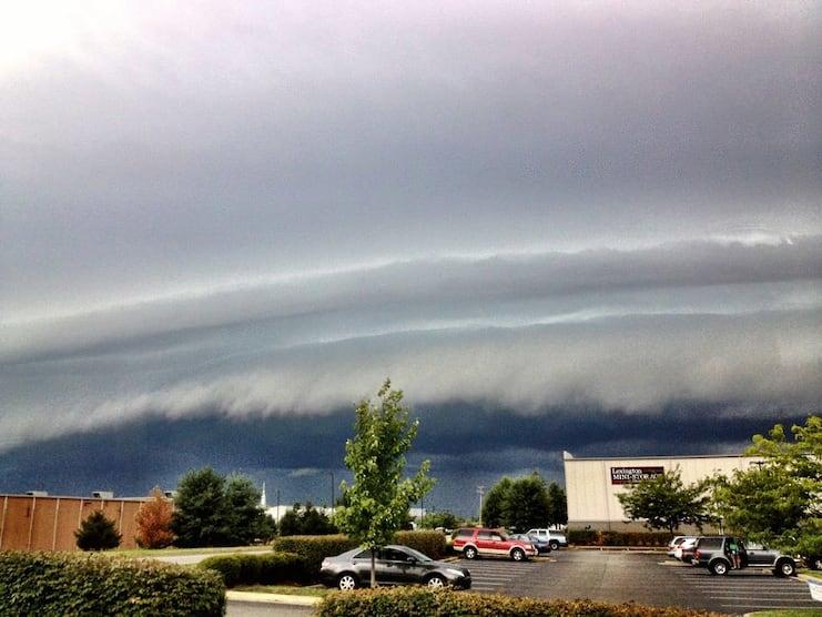 облака в виде больших волн