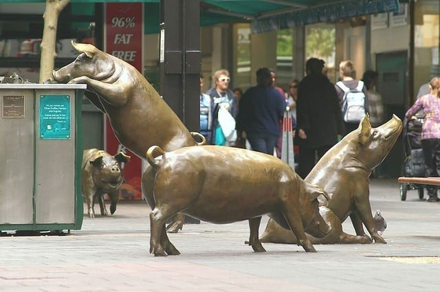 Бронзовые свиньи