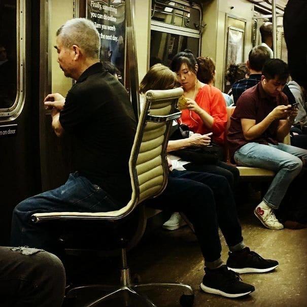 странное в метро