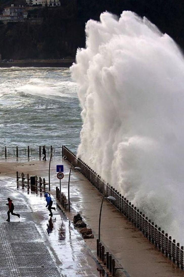 большая прибрежная волна