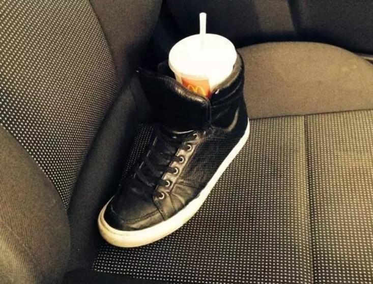 стакан в ботинке