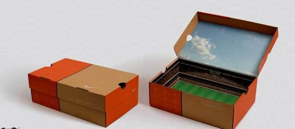 Коробка от кроссовок в стиле стадиона