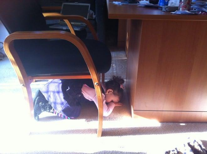 девочка и стул