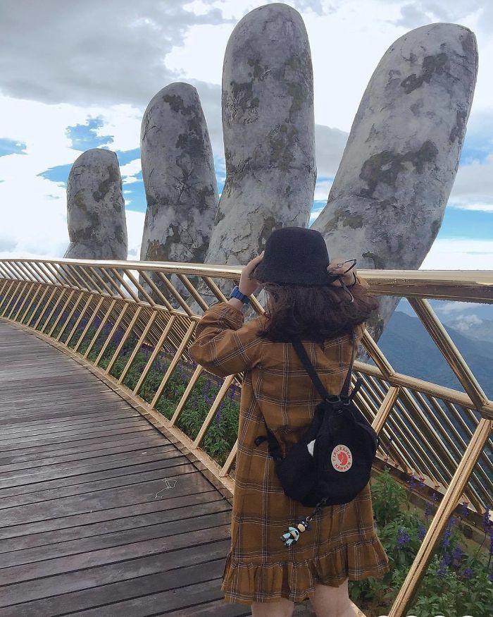 девушка на мосту во вьетнаме