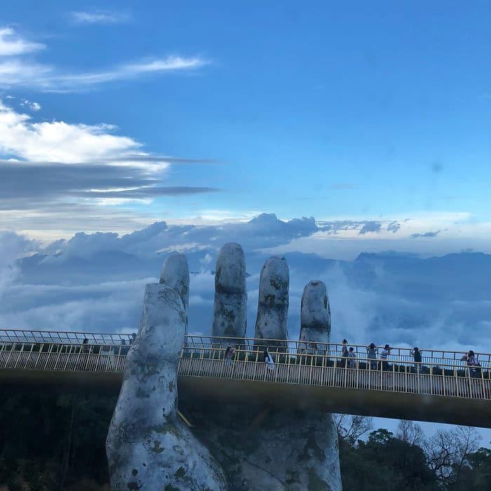 каменная рука держит мост рис 3