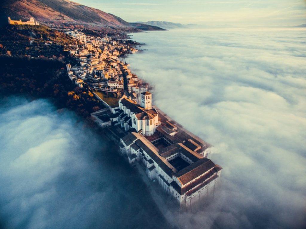 фотографии гор с дрона художников предлагает