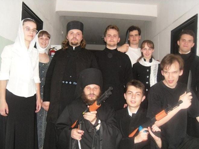священники с оружием