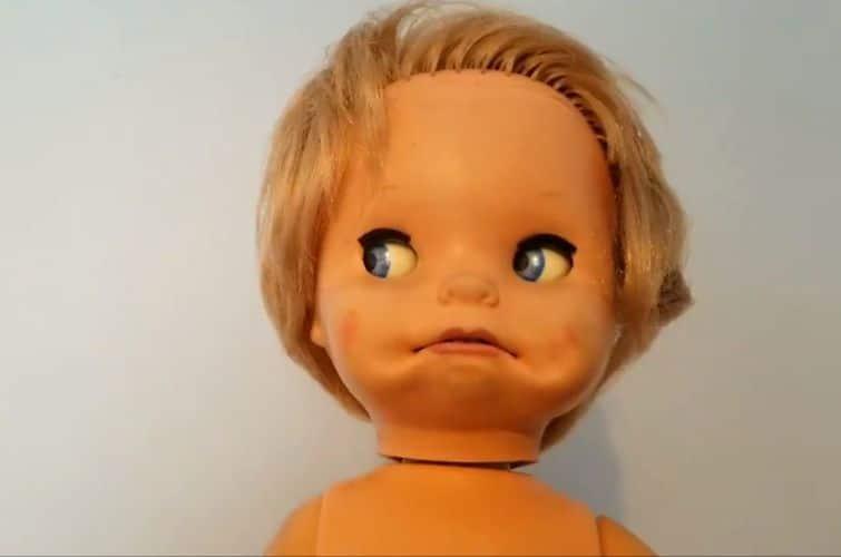 голова страшной куклы