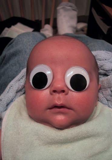 младенец с вращающимися глазами