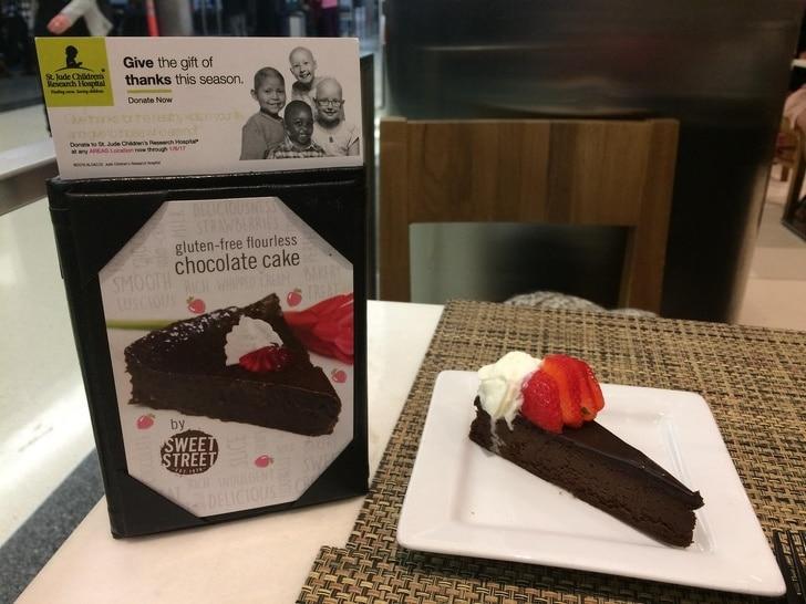 маленький десерт в аэропорту