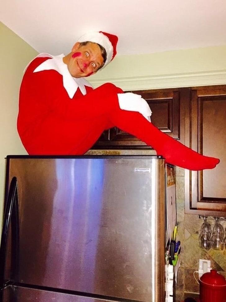 человек в рождественском костюме