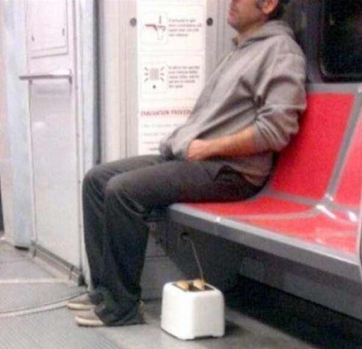 жарить тосты в метро