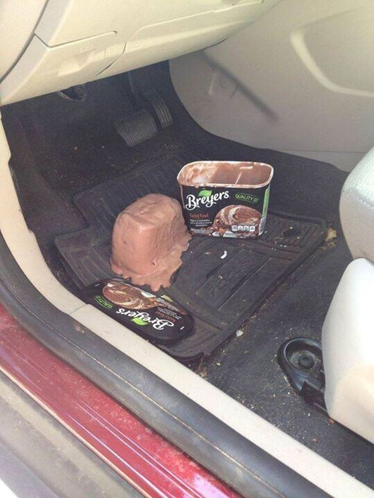 упало мороженое