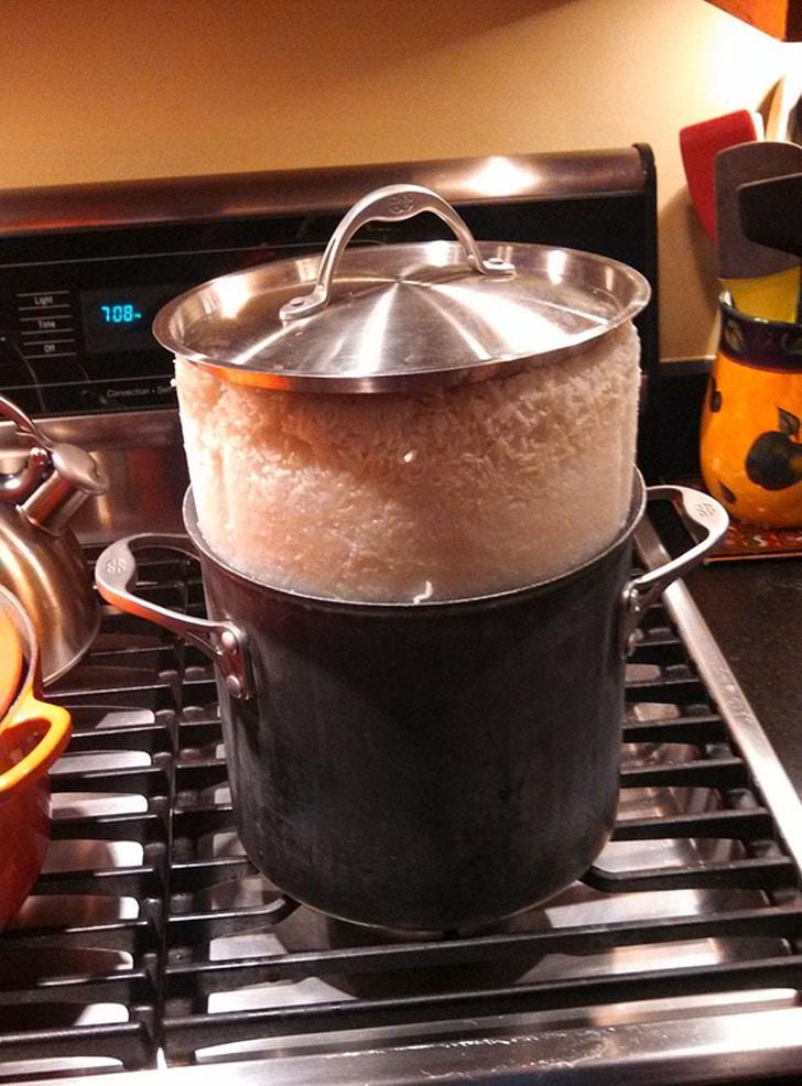 кастрюля с рисом