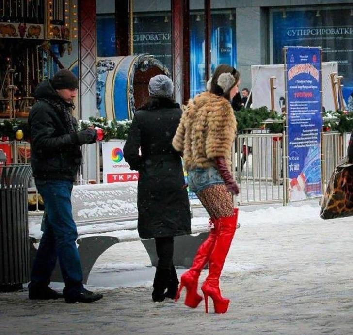 модная девушка на каблуках