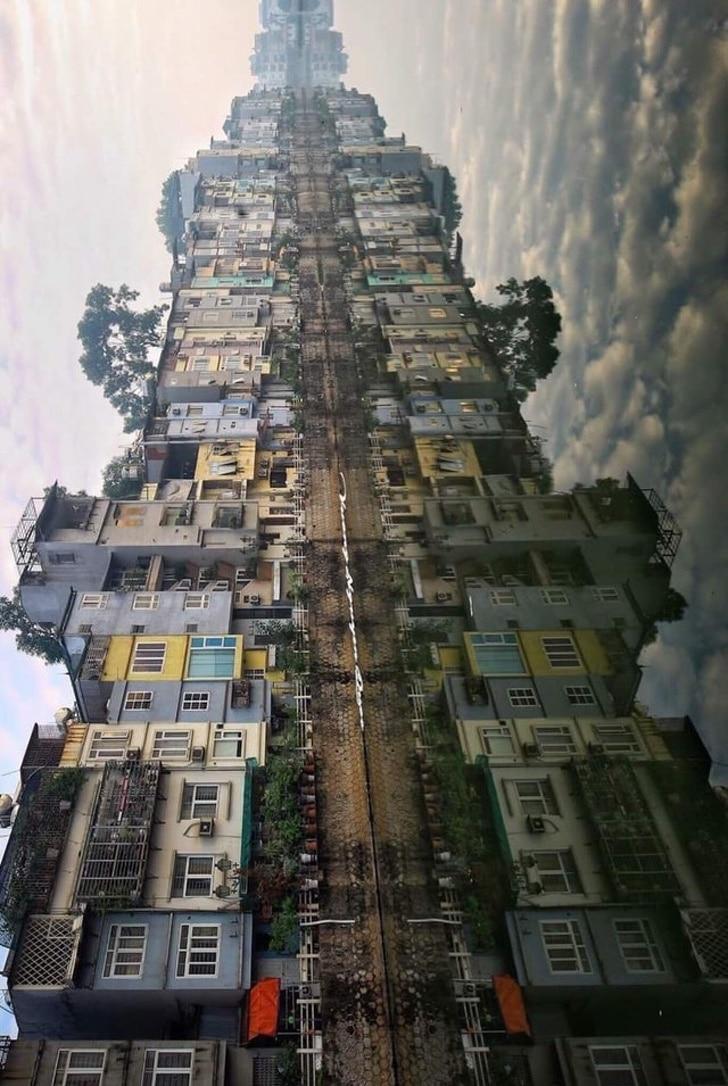 зеркальное отражение города