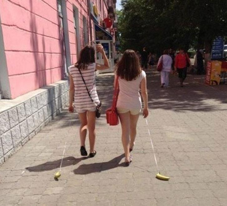 банан на поводке